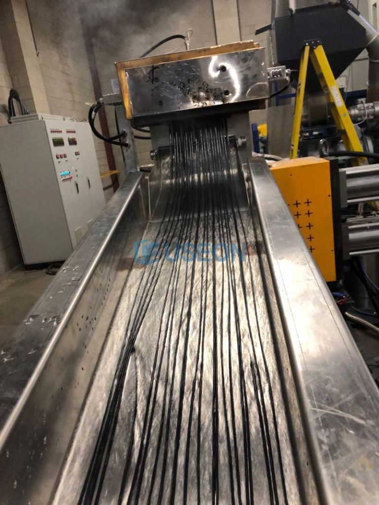 900-1100kg/h PET Bottle Flakes Recycling Line in Canada