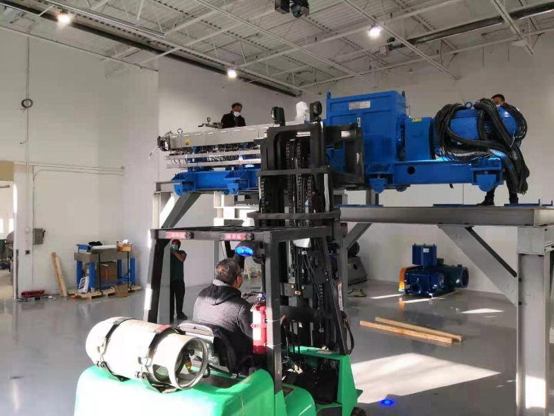 metlblown machine assembling